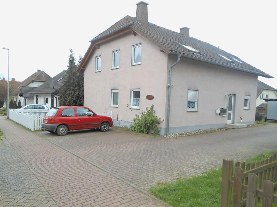 Haus ruhig gelegen, direkt am Ortsrand