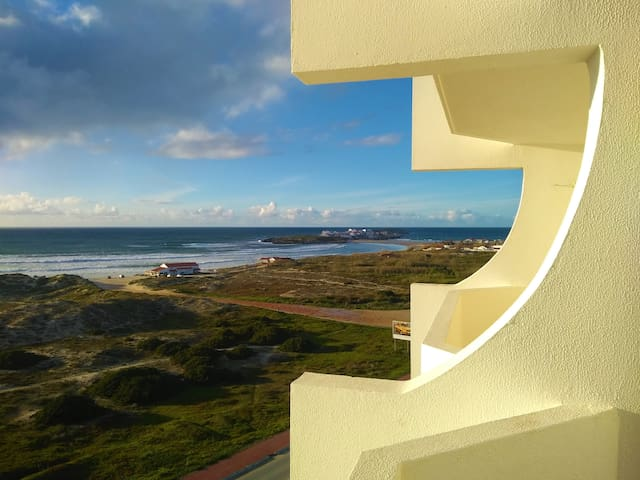 Beach Front 2 Bedroom Waves View