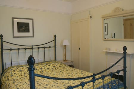 Double room in Artist's house - Brixham