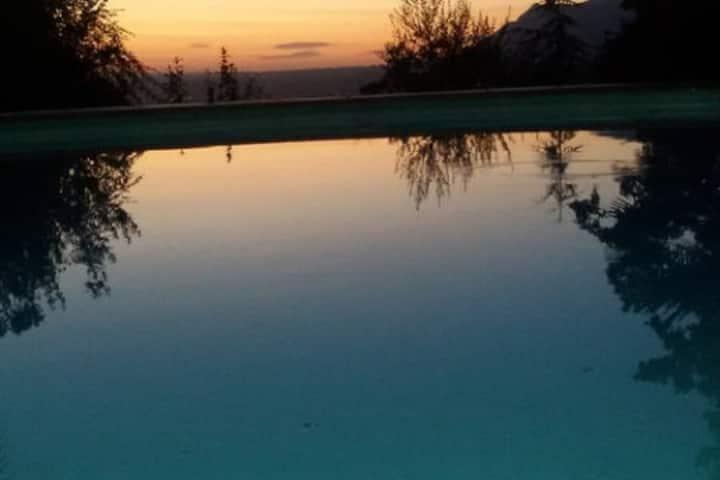 Villa San Valentino verde e piscina