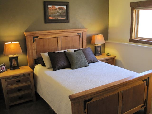 Luxury for less.  Don't overpay for your stay! - Steamboat Springs - Condominium