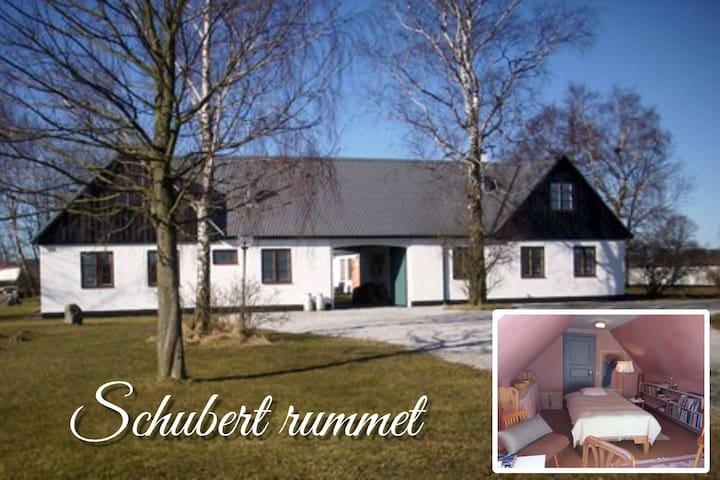 Stay at Mellby Atelier Schubert room - Simrishamn N - Bed & Breakfast