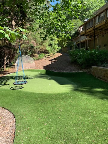 Spacious 5pts Home + putting green 1.5 miles 2 UGA
