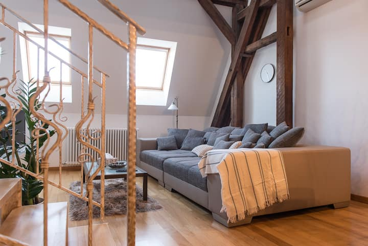 Comfy loft on Hlavna with elevator & 2 bathrooms