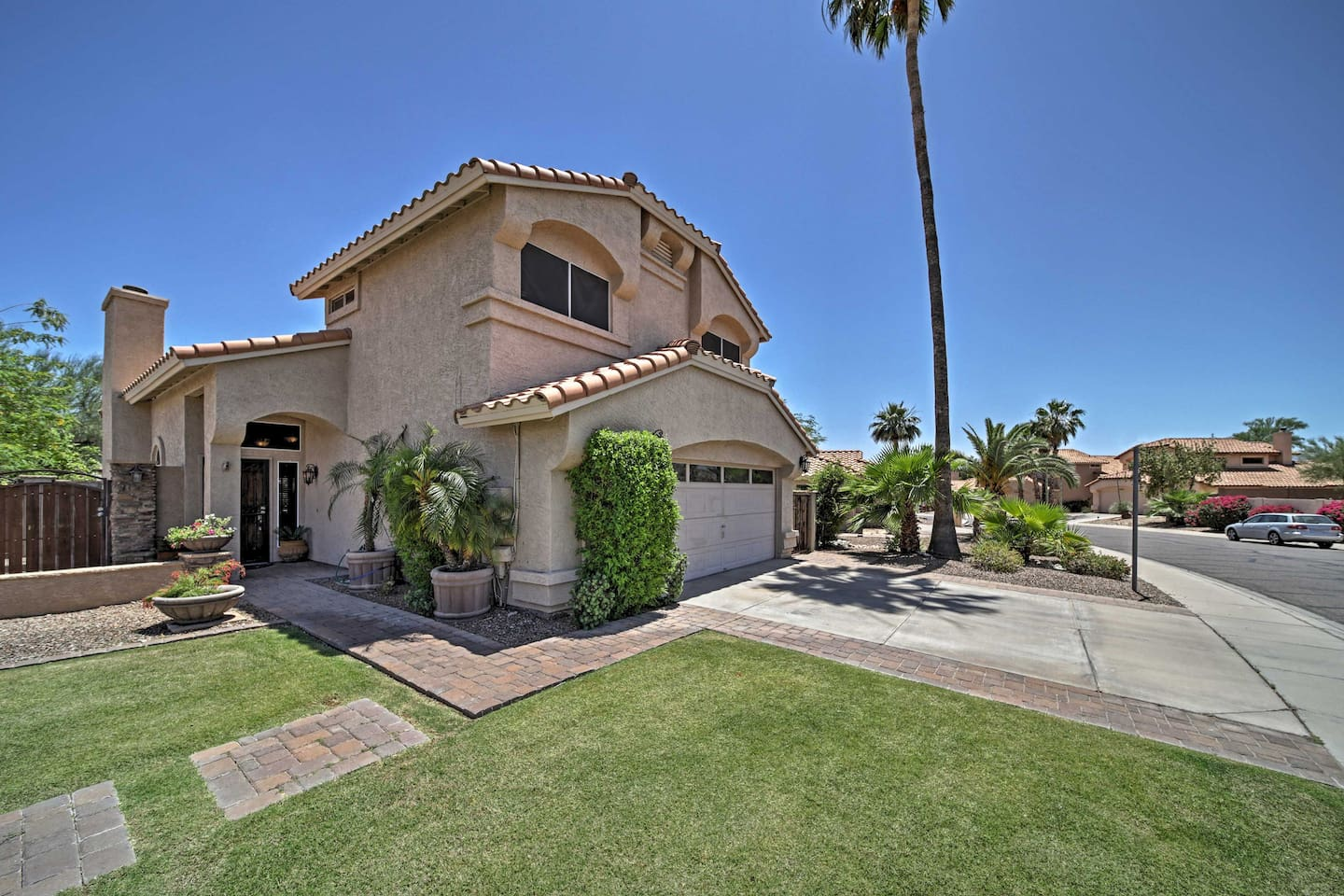 This Phoenix vacation rental house is synonymous with 'desert oasis'!