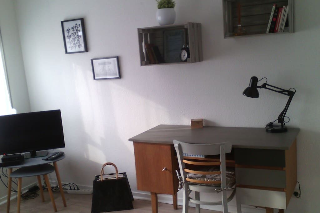le r tro studio meubl centre ville flats for rent in lille nord pas de calais picardie france. Black Bedroom Furniture Sets. Home Design Ideas