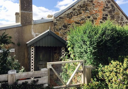 Historic 1860's Westcott Cottage (self contained) - Ballan - 独立屋