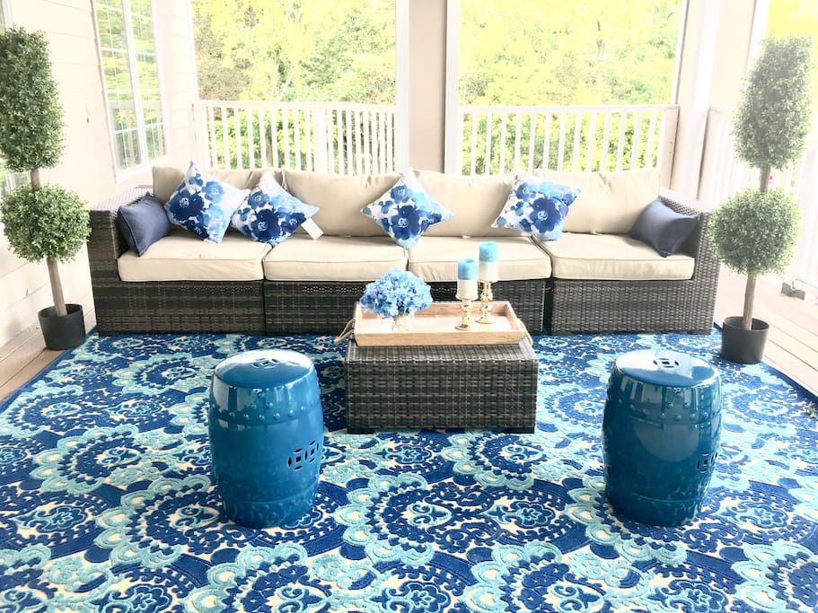 Relax after a long day on your over sized deck under the sun and stars.  Unwind on the lounge furniture with your guests while enjoying a drink or snacks.