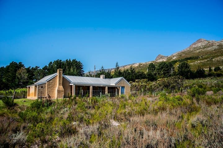 Moya's Cottage in the Hemel en Aarde Valley
