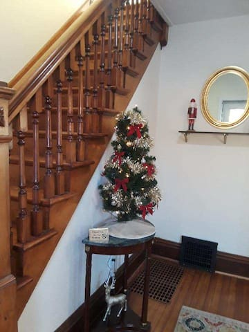 Victorian Home, Get Lost in its Charm-Sleeps 10