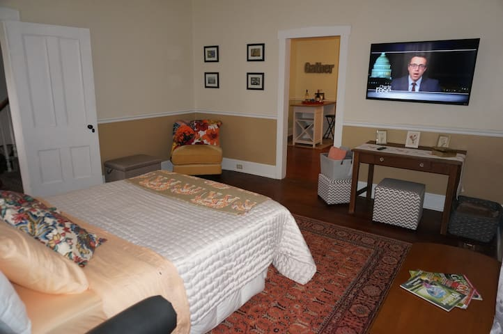 Bedroom 2 w/ queen-size bed and TV