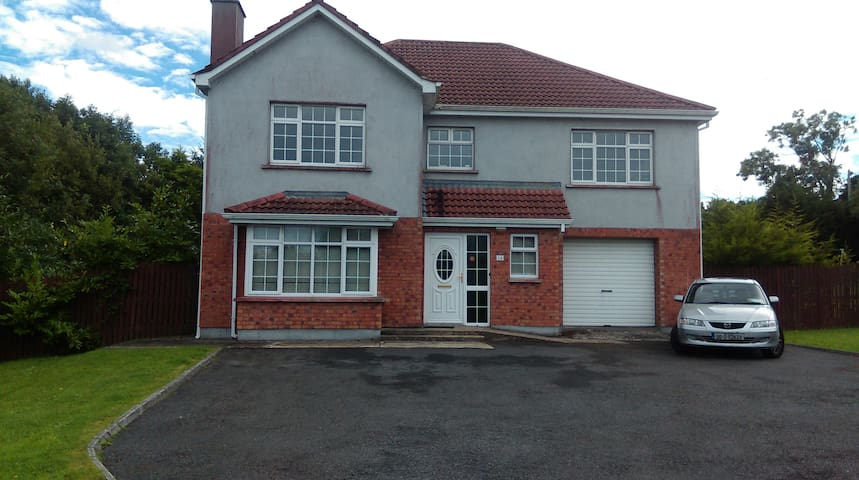 16 Hillcrest Grove Drumshanbo Co Leitrim