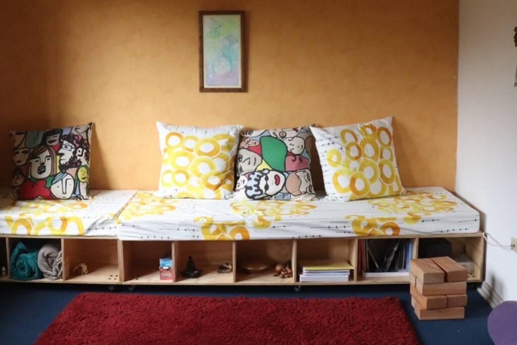 Living con espacioso sillón para dormir