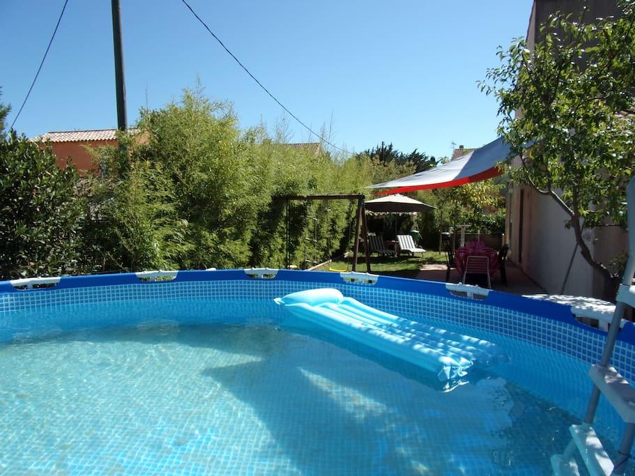 piscine hors sol 4,5 m de diamètre, échelle amovible