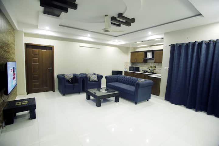 Luxury Size 2 bedroom apartment WiFi+Netflix ISB