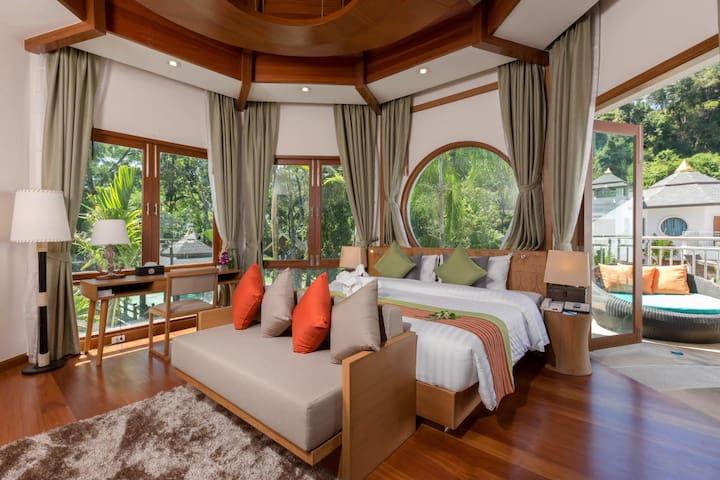 Luxury Grand Pool - NRF Breakfast