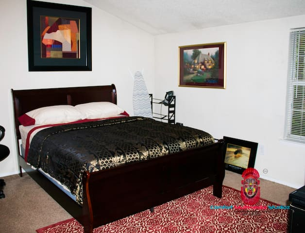 Private Room & Private Bathroom with Free Limo* - Atlanta - Apartament
