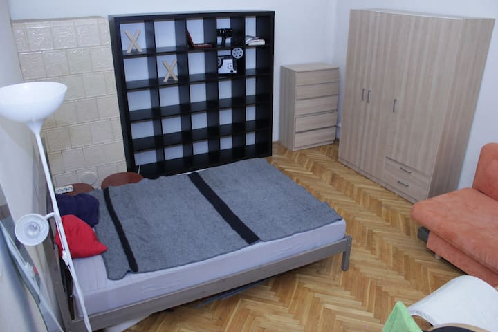 Private room in the center yetquite neighbourhood - Budapest - Wohnung