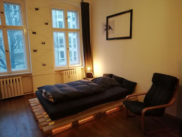 Stylish room for up to 2 people in East Berlin