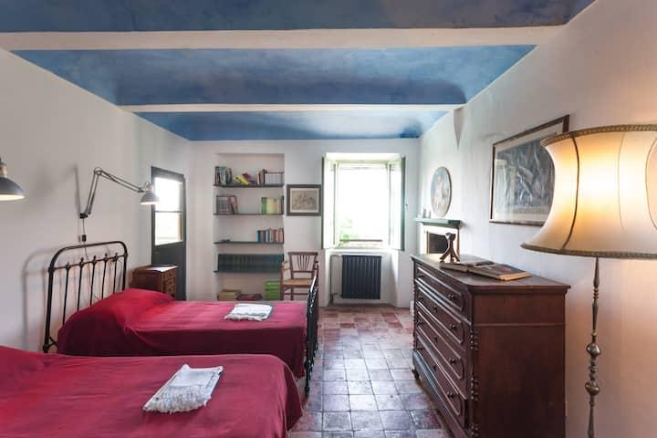 Cascina  Buffetto Miravalle. Casa con piscina.