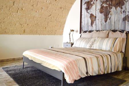 CASA RANIERI- centro storico Bari-intero loft