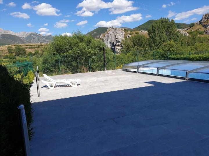 Piscina cubierta exclusiva en Picos de Europa. Sky