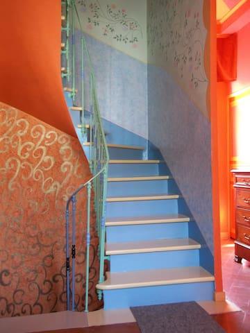 escalier pour accéder au 2ème étage