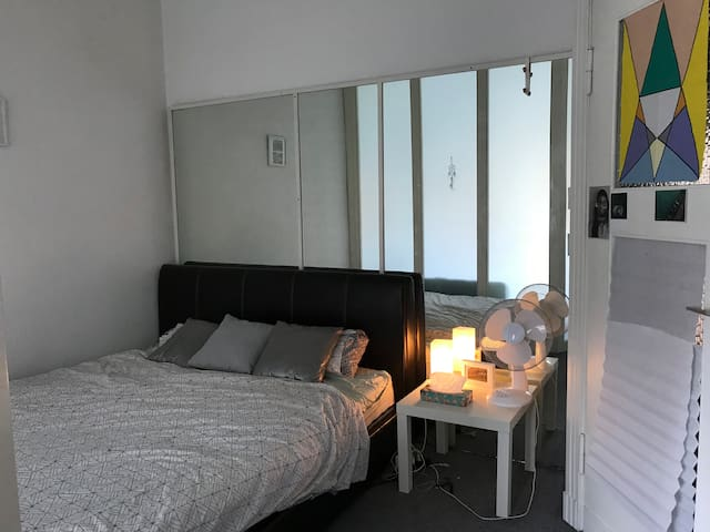 Spacious double room with separated living room.