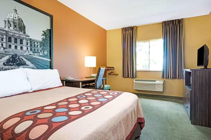 Sky-Palace Inn & Suites Blaine - Studio Family Suite Oversized Non-Smoking