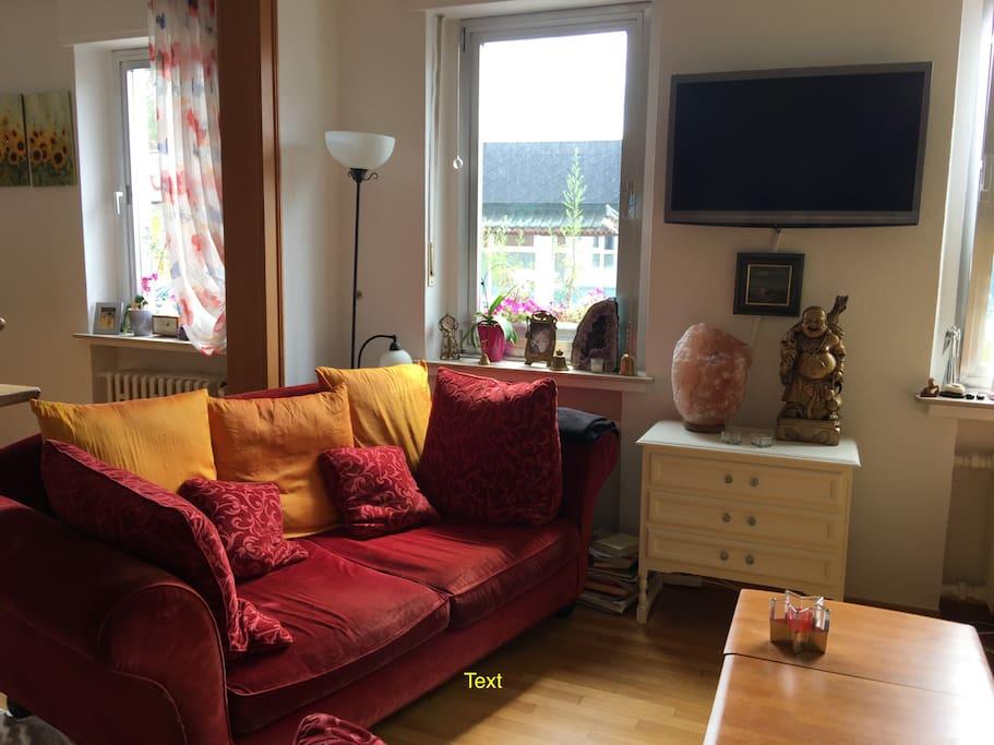 Gemütliches Sofa auch im Wohnzimmer