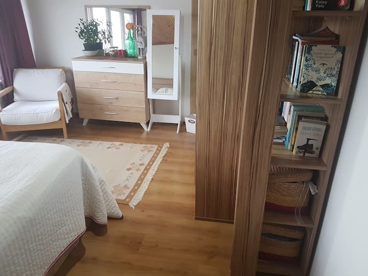 Bright fully furnished double bedroom + free wifi