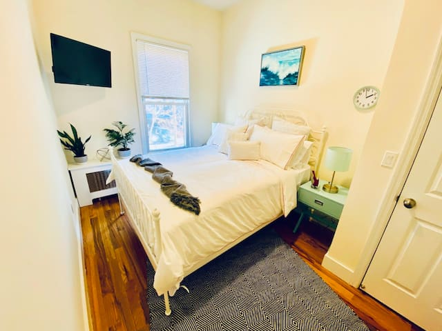Comfy Little Italy Home