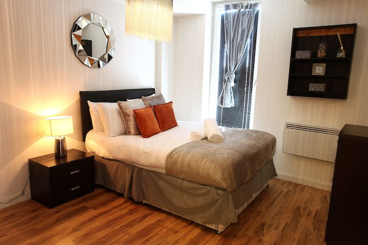 Luxury 1Bed City Centre Pad w/ Terrace