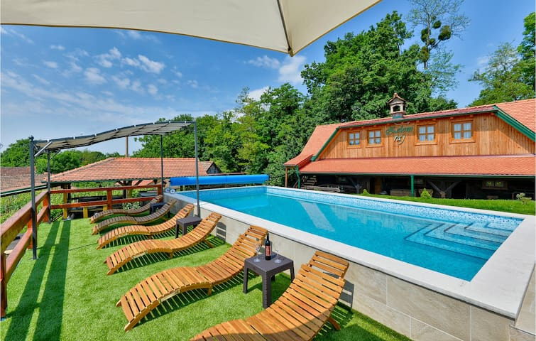 Beautiful home in Klanjec with WiFi, 3 Bedrooms and Outdoor swimming pool
