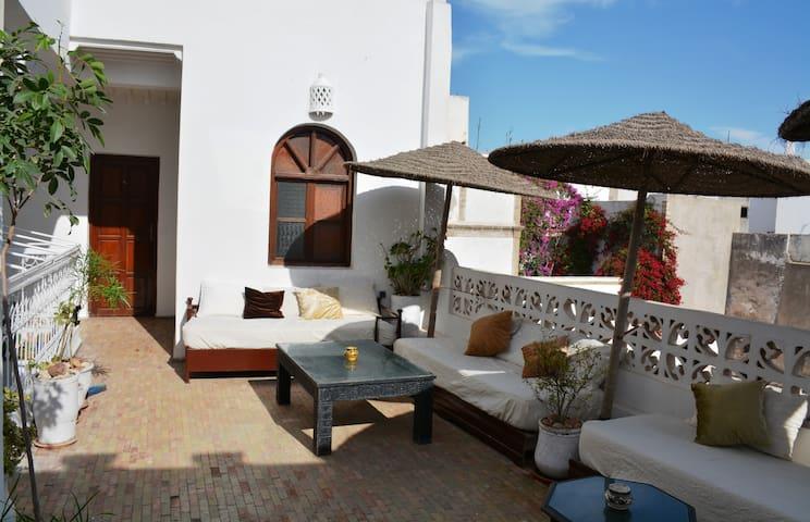 CHAMBRE DANS BEAU RIAD - Essaouira - Bed & Breakfast