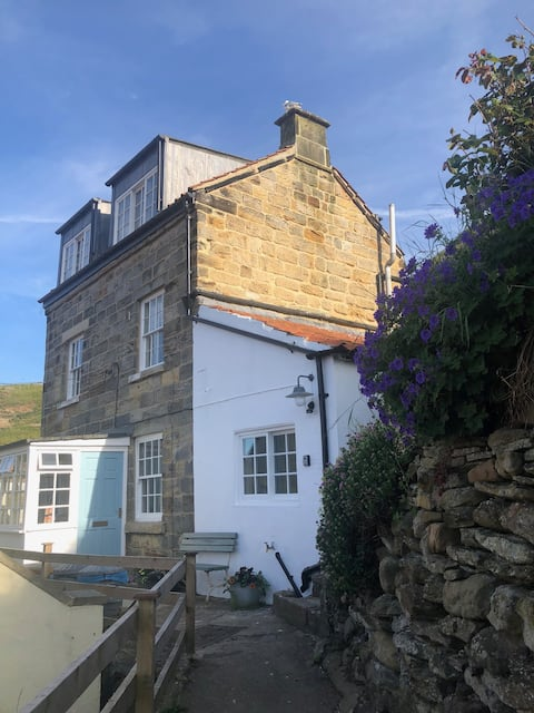 Smugglers Den, Staithes - fabulous views.