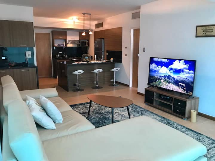 Luxurious & Large condo with fantastic views|80m2