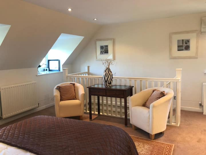 HUMPHRIES CORNER- NR EDINBURGH- Self contained