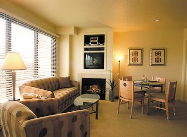 Downtown Reno Two-Bedroom Condo Sleeps 6
