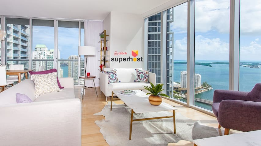 Large Designer Condo, Unique Ocean Views, SmartTVs