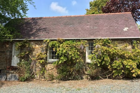 Middlelands Cottage, Cresselly, Pembrokeshire