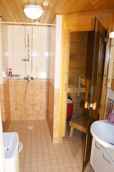 Bathroom with sauna and washing machine