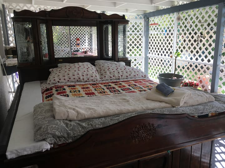 Sunnies Calif  Patio Bedroom, Glamping experience!