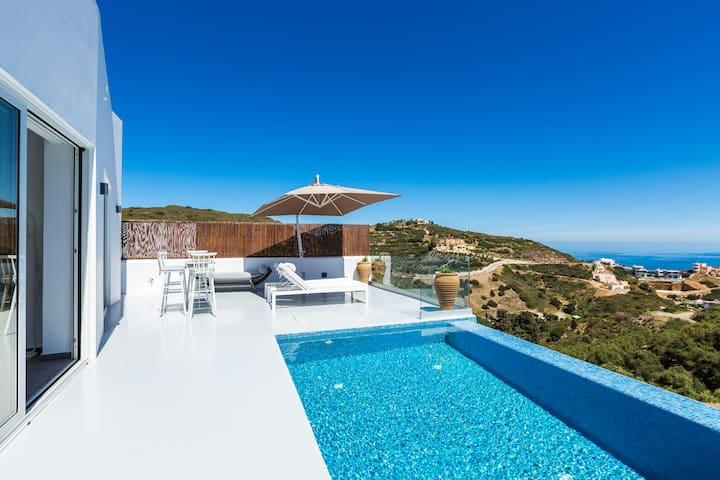 Yasmin Villa - Sea views & close to the beach!