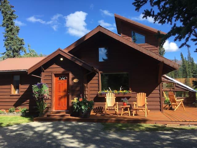 Carlo House - McKinley Creekside Cabins