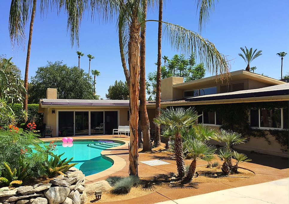 2. The Palm Springs retreat you're looking for, complete with relaxation and style
