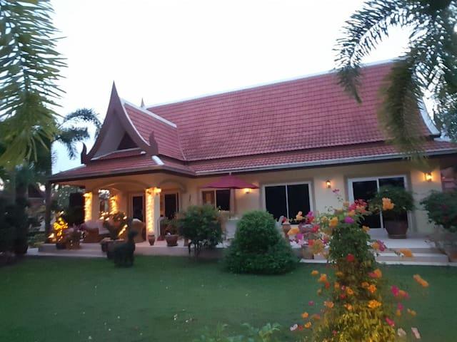Beautiful luksuriøs House  in an amazing Garden
