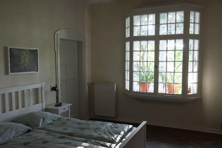 Schlafzimmer 1 - mit Raumteiler abgeteilt Bett 200*160 cm
