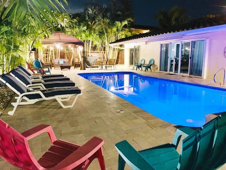 Glorious Villa Fab Large pool & yard 5min to beach