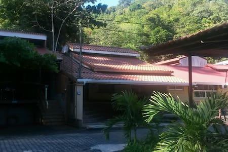 Villa Chavela/naturaleza/descanzo - Punta Leona - 단독주택